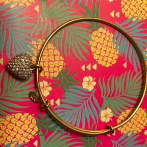 Juicy Couture Gold Heart Bracelet
